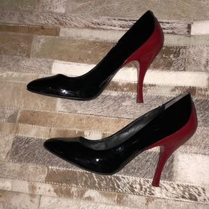 ♻️ Pour la Victorie black and red pumps size 7.5